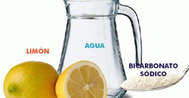 Cómo hacer bebida alcalina de limón y bicarbonato