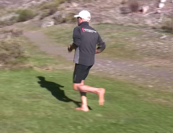 Cómo correr descalzo o minimalista en la naturaleza - Impulso medio